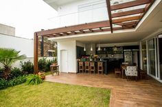Classic style balcony, veranda & terrace by Roma Arquitetura Terrasse Design, Patio Design, House Design, Outdoor Rooms, Outdoor Living, Outdoor Decor, Patio Kitchen, Cheap Pergola, Pergola Kits