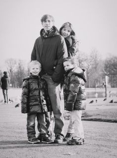 New official portrait of Louis of Luxembourg with his beautiful family 1/24/2014