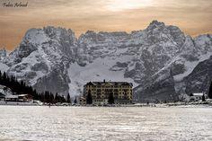 Lago ghiacciato di Misurina Belluno Dolomiti Veneto Italia Foto di Fabio Arland