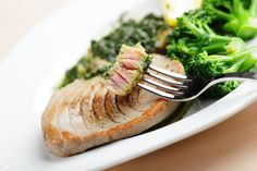 Um delicioso prato com sabor a mar que, acompanhado com rúcula, canónigos e escarola, não engorda e ainda faz bem à saúde
