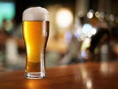 Drinking beer can possibly save your life keeping your liver healthy. Hoppy beer has a special ability to reduce the formation of a compound called as reactive oxygen species. Benefits Of Drinking Beer, Beer Benefits, Beer Ice Cream, Beer Soup, Craft Bier, Giving Up Drinking, Pint Of Beer, Free Beer, Tips