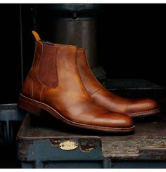 Men's Montague 1000 Mile Chelsea Boot - W00922 - Vintage Boots | Wolverine