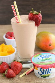This Strawberry Mango Dairy Free Smoothie is creamy, lightly sweet, and perfect for breakfast! @LoveMySilk #SpoonfulOfSilk #ad