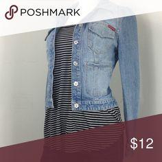 """H&M Top H&M Tee Top, short sleeve, chest 42"""", waist 40"""", length 25.5"""", sleeve 11"""" H&M Tops Tees - Short Sleeve"""