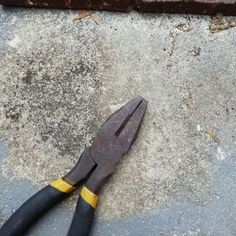 DIY $5.00 Sandblaster : 13 Steps (with Pictures) - Instructables Yard Tools, Garage Tools, Diy Garage, Garage Workshop, Garage Ideas, Cleaning Rusty Tools, Cleaning Wood, Cool Tools, Diy Tools