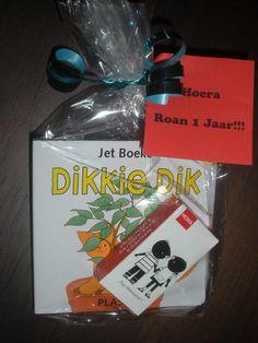 Traktatie Roan 1 jaar! Groot boek voor de juffen en klein boekje voor de kindjes