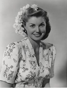 Esther Williams - lover her hair and dress in this shot. #vintage #1940s #actress