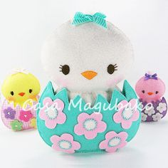 DIY Felt Chicken in an Eggshell - Digital Sewing Pattern – 3 Sizes - Embellishment, Ornament or Soft Toy - PDF File - Casa Magubako