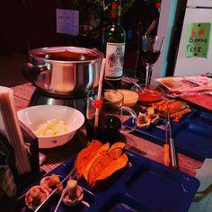 Une fondue chinoise du jour de l'An pour terminer l'année en beauté avec Emmanuelle 4. #foodporn #bonneannée #bonappetit #vinrouge #lifesgood #LifeIsShort #summeriscoming #nepaslâcher #greatful #timeisticking