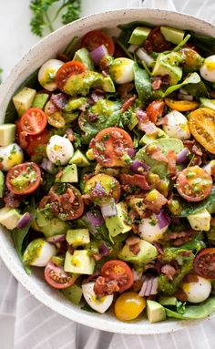This easy avocado bacon salad with spinach tomatoes mozzarella and a honey mustard vinaigrette dressing is perfect for healthy summer lunches. Quick and easy! Salad Recipes Healthy Vegetarian, Salad Recipes For Dinner, Avocado Recipes, Healthy Salad Recipes, Bacon Avocado, Bacon Salad, Tomate Mozzarella, Nutrition Education, Soup And Salad
