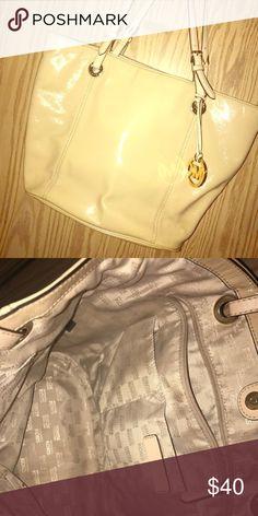 Spring cleaning 🤗 Slightly used tan patent leather plain MK handbag. KORS Michael Kors Bags Totes