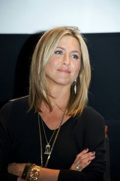 Jennifer Aniston (June 2011 - June - Page 24 - the Fashion Spot Jennifer Aniston Haar, Jennifer Aniston Photos, Jennifer Aniston Hairstyles, Jennifer Aniston Makeup, Jennifer Aniston Wedding, Medium Hair Cuts, Medium Hair Styles, Short Hair Styles, Medium Layered Haircuts