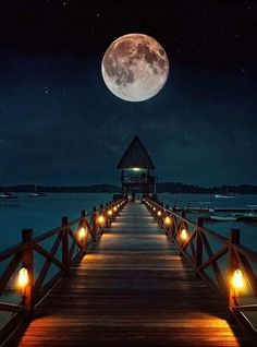 There's something magical on a full moon night! Photo By : Beautiful Moon Pictures, Nature Pictures, Cool Pictures, Full Moon Pictures, Osiris Tattoo, Full Moon Night, Image Nature, Shoot The Moon, Moon Photography