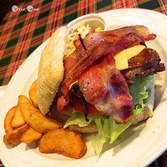 恰巴達培根起士三明治的爆血管放肆晚餐。 CIABATTA bacon sandwich #dinner #Taiwan #food