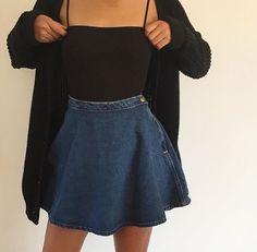 Gostei da ideia de fazer uma saia antes do joelho mais durinha, porém faria preta e mais longa.