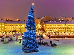 Traditional christmas market in Senate Square, Helsinki - Finland | 10 Magical Christmas Markets in Europe
