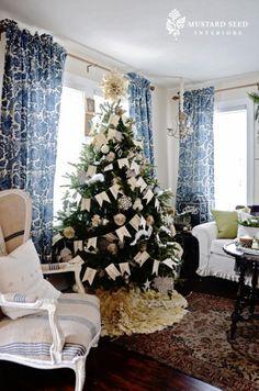 Love the tree & tree skirt