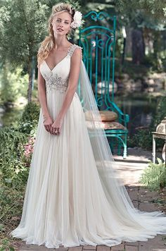 All wedding dresses by Maggie Sottero are feminine, seductive, peculiar and charming. See the best of romantic wedding dresses by this talanted designer!