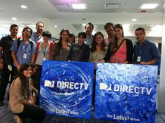 ¡Latin3 con el equipo de DIRECTV entregando los regalos del equipo!