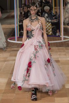 See the full Spring 2018 collection from Alexander McQueen.