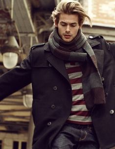 Model Jacey Elthalion fronts the men's Fall Winters ads for Polish brand Reserved. Outfits Casual, Mode Outfits, Classic Outfits, Mode Masculine, Sharp Dressed Man, Well Dressed Men, Stylish Men, Men Casual, Casual Fall