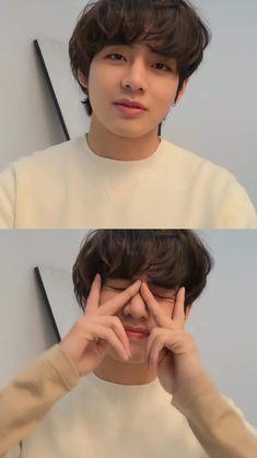 Bts Jungkook, Kim Taehyung, Kpop, V Bts Cute, V Bts Wallpaper, Bts Aesthetic Pictures, Bts Korea, Album Bts, Bts Lockscreen