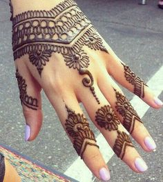 30 Lovely Henna Mehndi Designs For Palms In >> See more by checking out the photo Easy Mehndi Designs, Bridal Mehndi Designs, Beautiful Henna Designs, Latest Mehndi Designs, Mehndi Designs For Hands, Bridal Henna, Mehndi Desgin, Mehendi, Henna Mehndi
