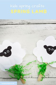 Spring lamb craft.  I love the use of the grass on the bottom.  I think kids would enjoy this a lot!  #crafts #preschool #spring #lambs #mamaofdrama
