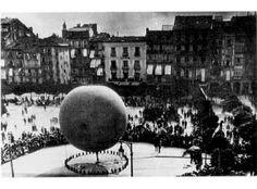 Pamplona. Globo aerostático en la plaza del Castillo. Año 1898. Ref. J.J. Arazuri, Pamplona calles y barrios