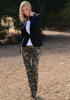 The Stylish Housewife – Ross Dress for Less Fall Trend Hunter Challenge – Camo & Leather Details Camo Pants Outfit, Camo Outfits, Mode Outfits, Casual Outfits, Camo Dress, Camo Jeans, Camo Fashion, Workwear Fashion, Military Fashion