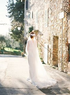 Elegant chapel length veil. I love this style! By SIBO Designs. Photo: Brumley & Wells.