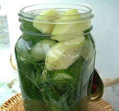 Télen is csodaszer! Ezzel a trükkel nem kell lemondanod a kovászos uborkáról! Pickles, Cucumber, Food And Drink, Canning, Drinks, Drinking, Beverages, Drink, Pickle
