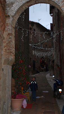 Från Underbara Umbrien: Italienarna harblivit Julfrälsta! Julmarknad iCas...