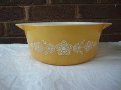 Vintage Pyrex: Butterfly Gold 475 2.5 QT Casserole by DamenArt
