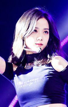 Just look how pretty she is! Kpop Girl Groups, Korean Girl Groups, Kpop Girls, Blackpink Jisoo, Kim Jennie, 2ne1, Yg Entertainment, Mamamoo, Blackpink Square Up