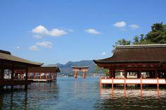 【日本三景】国内外問わず人気。海の上にたたずむ安芸の宮島「厳島神社」 | RETRIP