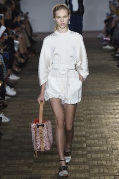 Fashion after 30's : White & Cool Shorts - From Runway To Work