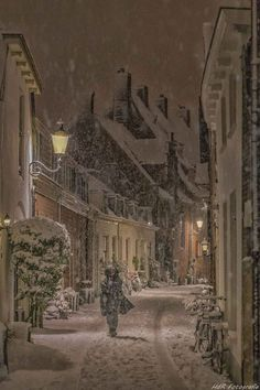 Winter is coming to town - Holidayseason Winter Szenen, I Love Winter, Winter Magic, Snowy Day, Christmas Scenes, Christmas Snowman, Snow Scenes, Winter Pictures, Winter Beauty