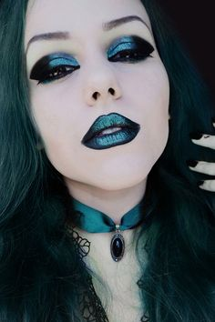 Image uploaded by Find images and videos about girl, hair and beauty on We Heart It - the app to get lost in what you love. Gothic Makeup, Sexy Makeup, Dark Makeup, Fantasy Makeup, Dark Fashion, Gothic Fashion, Fashion Beauty, Goth Beauty, Dark Beauty