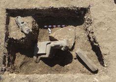 Una de las estatuas encontradas en el templo funerario de Amenhotep III