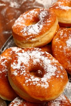 Searching for a quick and easy donut recipe? Foodal's recipe is a simple but delicious variation on the famous fried donut. Easy Donut Recipe, Donut Recipes, Cake Recipes, Dessert Recipes, Cooking Recipes, Romanian Desserts, Romanian Food, Romanian Recipes, Yummy Drinks