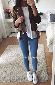 it's genius simple outfit with ripped jeans and just a good jacket and she looks so casual cute outfits for girls 2017 Trendy Fall Outfits, Classy Outfits, Outfits For Teens, Spring Outfits, Casual Outfits, Winter Outfits, Autumn Outfits For Teen Girls, Simple Outfits For School, Cute Simple Outfits
