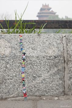Great wall! Little People - a tiny street art project by Slinkachu