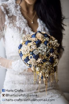 Navy blue and gold bouquet package Like and Repin. Thx Noelito Flow. http://www.instagram.com/noelitoflow