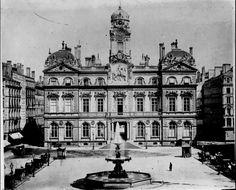 La façade de l'Hôtel de Ville de Lyon sur la Place de Terreaux, au XIXème siècle | France