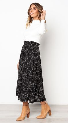 Black Polka Dot Maxi Skirt Jassie Line - Maxi Skirts - Ideas of Maxi Skirts # Casual Outfits for work polka dots Spring Station Maxi Skirt Mode Outfits, Fall Outfits, Fashion Outfits, Womens Fashion, Petite Fashion, Skirt Fashion, Fashion Tips, Outfit Designer, Maxi Skirt Outfits