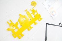 Cool and funny monsterhooks from Metalya.  Colorful kidsroom / playroom with yellow details  http://www.reidunbeate.com/2015/11/23/en-sniktitt-pa-lekekroken-var/
