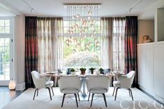 Luxury dining room |
