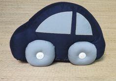 Almofada em formato de carrinho. <br>Uma maneira linda e divertida para compor a decoração do quarto do seu bebê. <br> <br>PREÇO UNITÁRIO