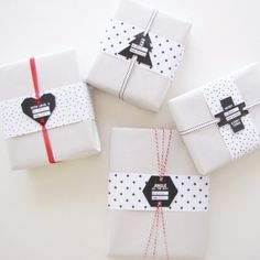 Download these free christmas tags on this blog. Modern cross, heart, hexagon and tree tags with patterned paper in the template.